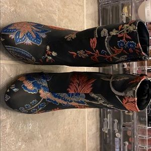 Detailed booties size 8